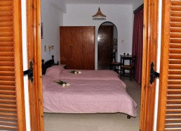 18-villa-limanaki-rooms-06-1024x683