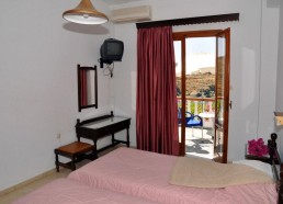 22-villa-limanaki-rooms-04-1024x683