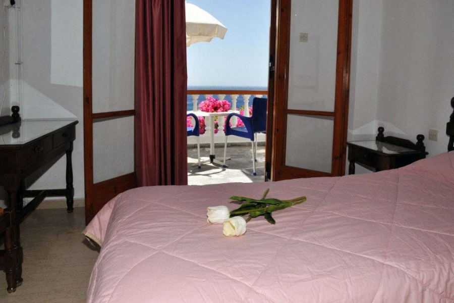 Villa Limanaki Hotel Rooms in Andros – double and triple Batsi rooms to rent accommodation, unique view to the sea !!!